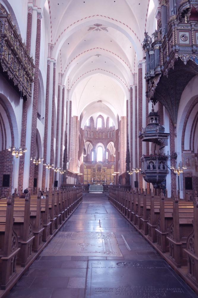 ロスキレ大聖堂 行き方  世界遺産  こんなにとがる理由とは